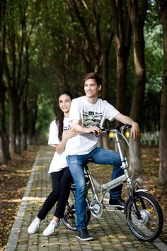 lover bicycle journey forest