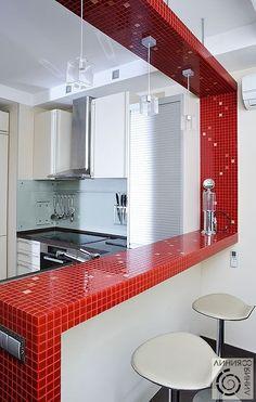 красная мозаика в дизайне интерьера кухни