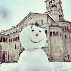 """""""La neve ha il potere di rendere tutto candido"""" Piazza Grande, Modena - Instagram by fragolinacip"""