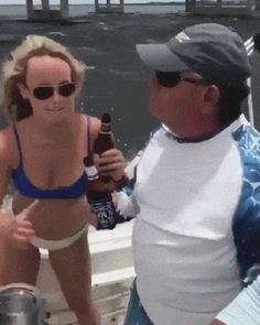 [GIF] What are you laughing at, you ruined the beer! Stupid Funny Memes, You Funny, Funny Fails, Hilarious, Funny Shit, Movie The Impossible, Funny Images, Funny Pictures, Beste Gif