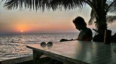 We rode to Gorai to catch a glimpse of the setting sun... Theres this beach hangout place called 'Dariya Kinara' also known as mini Goa.