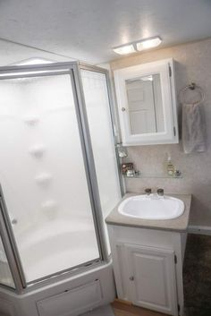 These 6 cheap and easy fifth wheel remodel projects are quick and simple but will totally transform any camper or RV into a full-time home! See the before and afters of our remodel! Corner Tub Shower Combo, Bathtub Shower Combo, Bathroom Tub Shower, Tiny House Bathroom, Small Bathroom, Master Bathroom, Bathroom Ideas, Tiny Bathrooms, Basement Bathroom