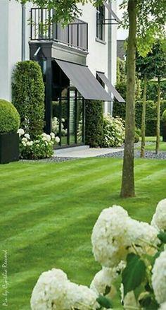 Beautiful Gardens, Beautiful Homes, Dream Garden, Home And Garden, Garden Landscape Design, Landscape Designs, White Gardens, Backyard Landscaping, Backyard House