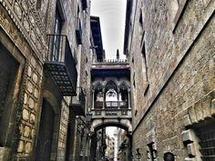 Barcelone est une ville avec une riche histoire, une partie importante de laquelle peut être découverte au Barri Gòtic. Très près du centre ville et access