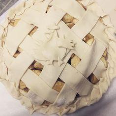 #applepie #baking #joyofbaking #apple #pie #love #cheflife #kitchenlife #foodlover #foodstagram #carswithoutlimits #fall #autumn #ny #hudsonvalley #platetectonics