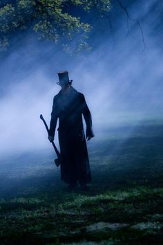 Benjamin Walker in Abraham Lincoln: Vampire Hunter, a much better movie than i ever thought it would be! XD