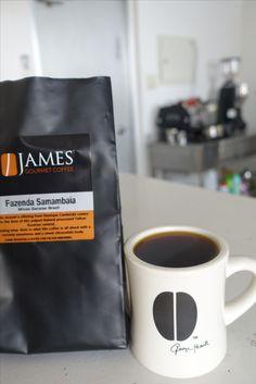 イギリス・グロスターより   ブラジル Fazenda Samambaia Yellow Bourbon 1200m ブルボン種 パルプトナチュラル生産処理   フローラル、ナッツといった 爽やかな風味が最高なブラジルのコーヒー☆