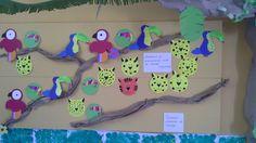 Kids crafts on the bulletin board-Οι κατασκευές των παιδιών πάνω στον πίνακα.