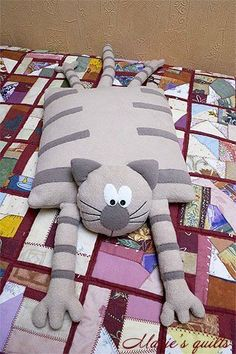 Cats Toys Ideas - Chats - Ideal toys for small cats Sewing Pillows, Diy Pillows, Fabric Toys, Fabric Crafts, Sewing Toys, Sewing Crafts, Baby Sewing, Free Sewing, Ideal Toys