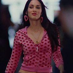 pink, aesthetic e red imagem no We Heart It Early 2000s Fashion, 90s Fashion, Fashion Outfits, Bad Girl Aesthetic, Pink Aesthetic, 00s Mode, 1990 Style, Jennifer's Body, Tumbrl Girls