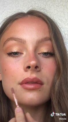 Flawless Face Makeup, Red Lip Makeup, Eyeshadow Makeup, 90s Makeup, Contour Makeup, Blush Makeup, Beauty Makeup, Makeup Trends, Makeup For Hooded Eyelids