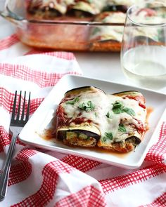 Get excited about eggplants withDietitian Debbie Dishes' gluten-freeeggplant lasagna rolls perfectforvegetarians and flexitarians alike!Each eggplant roll is stuffed with fresh flavors and ooey-gooey cheese. As a note, purchase the large American eggplant instead of the Chinese variety so that it's easier to prep your lasagna. Deborah Davis, MS, RD, practices clinical dietetics in Chicago, Illinois. …