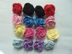 Rose au crochet en coton multicolore lot de 16 : http://www.alittlemarket.com/ecussons-appliques/fr_rose_au_crochet_en_coton_multicolore_lot_de_16_-8071413.html