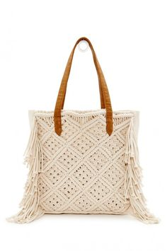 We cannot get enough of the macramé trend that has popped up this season our roberta roller rabbit mac tote will take you from street side to beach side this summer this bag is fully lined with an interior pocket and magnetic button closure it adds a hint Macrame Purse, Macrame Dress, Macrame Curtain, Macrame Knots, Micro Macrame, Macrame Jewelry, Roberta Roller Rabbit, Armband Diy, Macrame Design