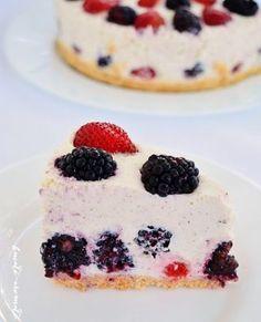 Tort cu ciocolată, cremă de brânză şi vişine | Bucate Aromate Coconut Shrimp, Cauliflower Rice, Creme Caramel, Cheesecake, Appetizers, Desserts, Recipes, Food, Contrast