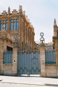Casa Ramona. Originally built in 1911 as a factory by architect Josep Puig i Cadafalch, this redbrick Art Nouveau fortress was opened in early 2002 as a center for art exhibits, concerts, lectures, and other cultural events. Barcelona (Catalonia)