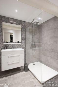 small Bathroom Decor Salle de bains pure et design - bathroomdecor Laundry In Bathroom, House Bathroom, Modern Bathroom Design, Shower Room, Bathroom Renovations, Bathroom Shower, Bathroom Design, Small Bathroom Remodel, Tile Bathroom