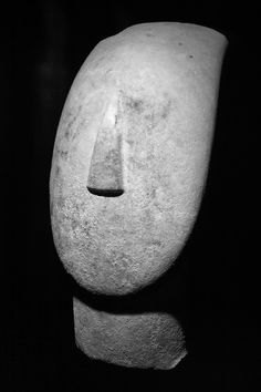 Head of a figurine, marble.      Syros, Cyclades, Greece.      2800-2300 B.C. (Early Cycladic)      [Museum of Cycladic Art]