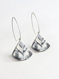 """""""Cléopâtre"""" couleur marbré noir et blanc - boucles d'oreilles pendantes - faits main - métal acier inoxydable anti-allergène"""