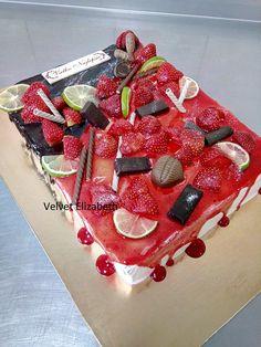 K narodeninám putovala aj táto tortička ......čokoládovo makový korpus plnený mascarpone krémom a veľa veľa malín...torta je preliata čokoládovým a jahodovým mirorom, zdobená jahodami a dezertom.....nutkanie ochutnat bolo veľke.....For the birthday, this cake went ...... a chocolate poppy body filled with mascarpone cream and a lot of raspberries ... the torta is taken over by chocolate and strawberry mirror, decorated with strawberries and dessert ..... the urge to taste was great