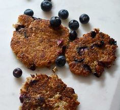 The nutty flavour of oats pairs perfectly with bright, tangy blueberries in this easy pancakes recipe. Recipe by health maven Madeleine Shaw. Healthy Blueberry Recipes, Vegan Blueberry, Healthy Recipes, Healthy Food, Oat Pancakes, Pancakes Easy, Brunch Recipes, Breakfast Recipes, Pancake Recipes