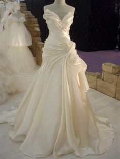 Ruffles Cream Satin Wedding Dress with Beadings Elegant 2018 Long Bridal Dress Wedding Dress Outlet, Long Wedding Dresses, Bridal Dresses, Wedding Gowns, Bridesmaid Dresses, Red Wedding, Prom Dresses, Ugly Wedding Dress, Wedding Simple