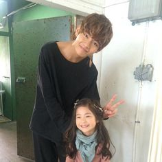 V with child actress/model Lee Nam Gyeong