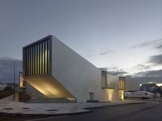 Architects: Óscar Pedrós Location: Rúa Pontevedra, 15100 Carballo, A Coruña, Spain Area: 1570.0 sqm Year: 2013 Photographs: Héctor Santos -Díez,