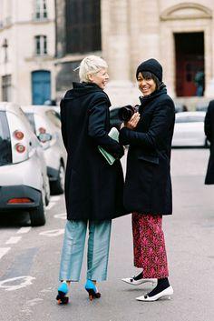 Elisa Nalin + Tamu McPherson making friends at #PFW palling around. Sharing fashion secrets,non?