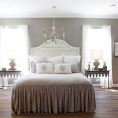 The Farmhouse - Magnolia Homes - Chip and Joanna Gaines' Master bedroom (HGTV's 'Fixer Upper') Style Joanna Gaines, Joanna Gaines Farmhouse, Farmhouse Master Bedroom, Home Bedroom, Bedroom Decor, Bedroom Ideas, Master Bedrooms, Bedroom Colors, Bedroom Wall