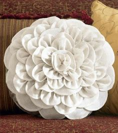 Dahlia flower cushion sewing tutorial - Flower Tutorials Directory - Click through to view 30 Fabulous Flower Tutorials!