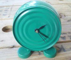 Reloj hecho con una lata y 2 tapitas de gaseosa...original!!!!