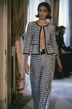 Chanel Spring 1997 Couture Fashion Show Chanel Fashion, Couture Fashion, 90s Fashion, Runway Fashion, Fashion Show, Vintage Fashion, Womens Fashion, London Fashion, Chanel Tweed Jacket