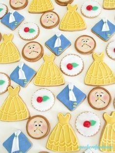 La Bella e la Bestia: i miei biscotti! Belle and the Beast Cookies http://zuccherofondente.blogspot.it/2017/08/la-bella-e-la-bestia-i-miei-biscotti.html