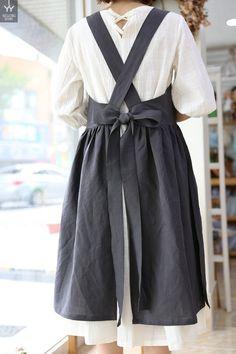 쏘잉별 시원한 인기 앞치마 : 네이버 블로그 Chef Dress, Apron Dress, Retro Apron, Aprons Vintage, Sewing Aprons, Sewing Clothes, Linen Apron, Cool Outfits, Fashion Outfits