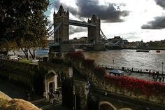 Tower Bridge, London.......This is one of my favorite (if not my very favorite) pins !!!!  I just can't get over it.