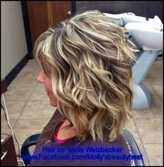 Full head hi light/lowlight blonde with a warm light brown lowlight. Curled with beyond body thermalizing spray from Aquage.
