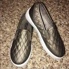 BRANDNEWMICHAEL KORS - SLIP ON READREADREAD  BRANDNEW WITH TAG COLOR: BRONZE  All QUESTIONS and REASONABLE OFFERS are WELCOME I DON'T TRADE/SWAP ✅✅✅I offer BUNDLE DISCOUNT✅✅✅  PLEASE❗️ PLEASE❗️ PLEASE don't low ball me. You do know that Poshmark takes fees   THANK YOU!   Happy shopping!  MICHAEL Michael Kors Shoes Flats & Loafers