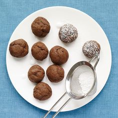 Enjoy a tasty and delicious meal with your loved ones. Learn how to make Chocolate-Fudge Cookie Bites & see the Smartpoints value of this great recipe.
