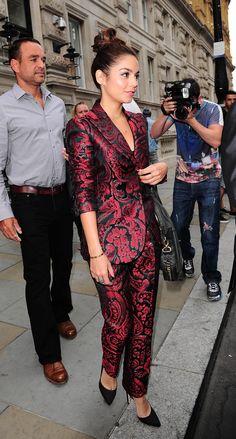 Le tailleur brocart de Vanessa Hudgens à Londres