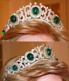 Greek Emerald Tiara III - it remains in the possession of the Greek royal family in exile, worn by Queen Anne Marie (formerly princess of Denmark). This tiara can be worn as a necklace Royal Crown Jewels, Royal Crowns, Royal Tiaras, Royal Jewelry, Tiaras And Crowns, Fine Jewelry, Corona Real, Greek Royal Family, Family Jewels