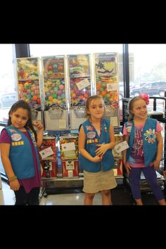 Our adorable Daisy troop taped quarters to the machines in the grocery store after their cookie booth today.  They used all their quarters that people had gave them as donation to #payitforward #soproud