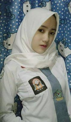 Hijabi Girl, Girl Hijab, Video Hijab, Moslem, Goth Beauty, Resort Dresses, Indonesian Girls, Pants For Women, Clothes For Women
