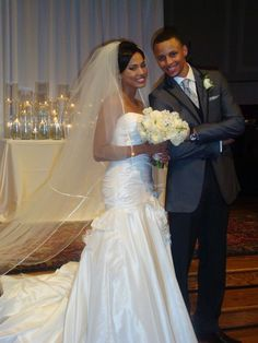 Ayesha Curry: NBA Player Stephen Curry's Wife (Bio Wiki) Stephen Curry Family, The Curry Family, Celebrity Couples, Celebrity Weddings, Stephen Curry Ayesha Curry, Ryan Curry, Wardell Stephen Curry, Air Max Essential, Nike Inspiration