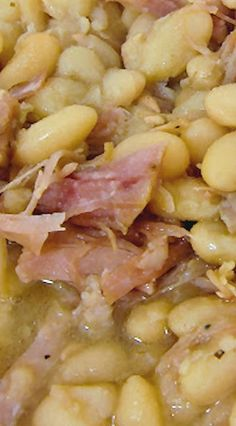 Slow Cooker Ham White Beans Served with crackers and sour cream made for a nice meal Crock Pot Food, Crockpot Dishes, Crock Pot Slow Cooker, Slow Cooker Recipes, Cooking Recipes, Crockpot Meals, Slow Cooker Ham And Beans Recipe, Lima Beans In Crockpot, Cooking Kale