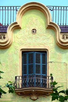 Window in house in Barcelona - Rbla. Poblenou -Casa Josep Serra Huguet, 1909, Architect: Jaume Bayó i Font (by Arnim Schulz)