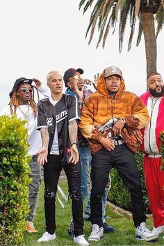 "Justin Bieber - Featured in ""I'm the One"" video  Camisa da Supreme estilo jersey; White T-shirt basic; jeans black destroyed; e snekar branco pra fechar  Pirei nesse look haha #Streetwear"