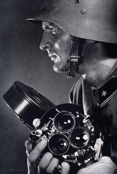 Leica cameras Haditudósító. Fotó: Németh József. In: Németh József: Leica felvételek. Athenaeum, Budapest, 1944