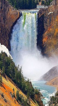 USA Waterfall, Yellowstone National Park