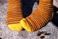 Remember last year's Startitis Week? This was the last project cast on during that week that was still on the needles. Spiral socks in five colors that turned out way more seventies-tastic than it looked in my head. Peace, bro!     On Ravelry: Time Warp Spirals    Pattern: Stashbuster Spirals(Rav) by Janine Hempy with a Widdershins Revisited Heel   Yarn: five colors of Knitlob's Lair Väinämöinen (75/25 wool/nylon), total 273 m or 298 yd   Needles: 2.5 mm